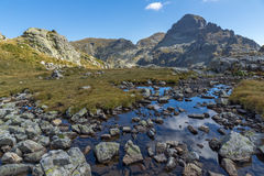 Vista panorámica del pico de los lagos Elenski, montaña de Orlovets de Rila Foto de archivo libre de regalías