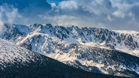 Vista panorámica del pico de montaña Imagen de archivo libre de regalías