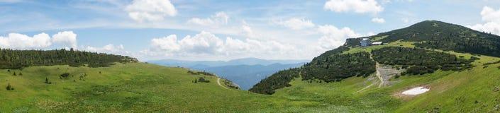 Vista panorámica del prado alpestre en las montan@as austríacas Imagen de archivo