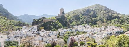 Vista panorámica del pueblo de Cazorla, en Sierra de Cazorla, Jae fotografía de archivo