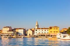 Vista panorámica del pueblo de Fazana, Croacia Fotografía de archivo libre de regalías
