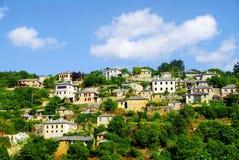 Vista panorámica del pueblo de Vitsa en el área de Zagoria foto de archivo