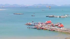 Vista panorámica del pueblo pesquero del estuario de Chumphon con el cielo nublado, Tailandia La pesca es el empleo principal par Fotos de archivo libres de regalías