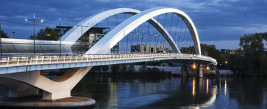 Vista panorámica del puente famoso en Lyon Imagen de archivo libre de regalías