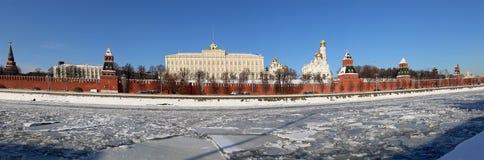Vista panorámica del río y del día de invierno del Kremlin, Moscú, Rusia de Moskva Imagenes de archivo