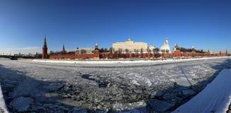 Vista panorámica del río y del día de invierno del Kremlin, Moscú, Rusia de Moskva Fotografía de archivo libre de regalías