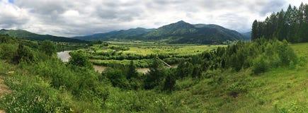 Vista panorámica del Stryi River Valley foto de archivo