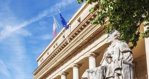 Vista panorámica del tribunal de apelación famoso con la estatua en Aix Fotografía de archivo libre de regalías