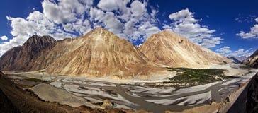 Vista panorámica del valle de Nubra imágenes de archivo libres de regalías