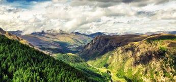 Vista panorámica del valle hermoso cerca de Queenston, Nueva Zelanda fotografía de archivo