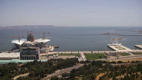 Vista panorámica desde arriba a la ciudad de Baku, Azerbaijan metrajes