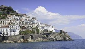 Vista panorámica hermosa de Amalfi Fotografía de archivo libre de regalías