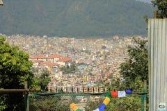 Vista panorámica a la Katmandu polvorienta, la capital de Nepal fotografía de archivo libre de regalías