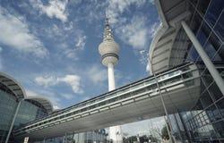 Vista panorámica a la torre de Hamburgo TV Fotos de archivo libres de regalías