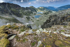 Vista panorámica a los lagos Musalenski del pico de Musala, montaña de Rila Imagenes de archivo