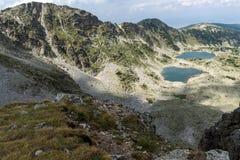 Vista panorámica a los lagos Musalenski del pico de Musala, montaña de Rila Imagen de archivo