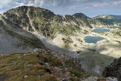 Vista panorámica a los lagos Musalenski del pico de Musala, montaña de Rila Foto de archivo libre de regalías