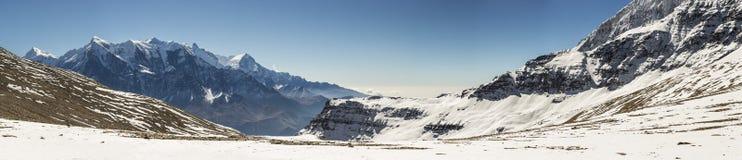 Vista panorámica a los picos del macizo de Annapurna imagenes de archivo