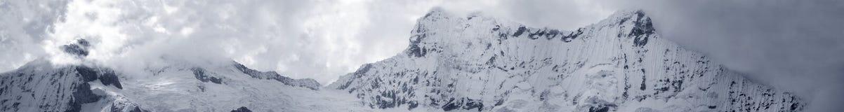 Vista panorámica mega del Blanca central de Cordiliera Fotos de archivo libres de regalías