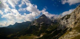 Vista panorâmica à cimeira da montanha de Triglav, Eslovênia imagens de stock royalty free