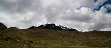 Vista panorâmica à montanha de Andes na passagem de Abra La Raya, Puno, Peru Foto de Stock Royalty Free
