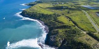 Vista panorâmica aérea da costa norte de St Kitts no Cari Imagens de Stock