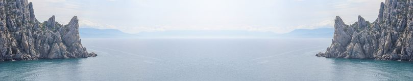 Vista panorâmica aérea da praia e dos penhascos selvagens em Crimeia imagens de stock royalty free