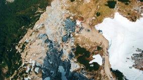 Vista panorâmica aérea dos dedos da plataforma de observação 5 nas montanhas em Áustria filme