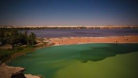 Vista panorâmica ao grupo do lago Katam aka Baramar de lagos no Ennedi, Chade do kebir de Ounianga fotos de stock