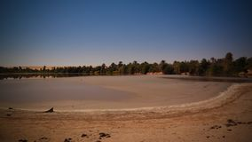 Vista panorâmica ao lago no Ennedi, Chade Teguedei foto de stock