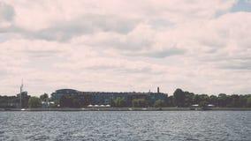 Vista panorâmica através do rio de Riga, Letónia - efeito do vintage fotografia de stock royalty free