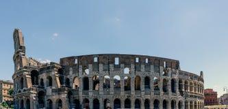 Vista panorâmica completa de Roman Coliseum em Itália Imagens de Stock Royalty Free