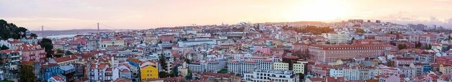 Vista panorâmica da arquitetura da cidade no crepúsculo, Portugal de Lisboa Imagem de Stock