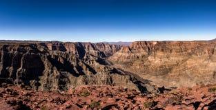 Vista panorâmica da borda de Grand Canyon e o Rio Colorado - o Arizona ocidentais, EUA Fotografia de Stock