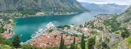 Vista panorâmica da cidade da baía de Kotor e do Kotor, Montenegro Fotografia de Stock