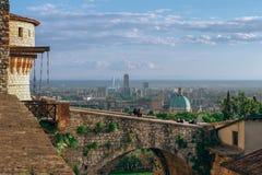 Vista panorâmica da cidade de Bríxia do castelo fotos de stock royalty free