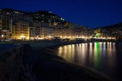 Vista panorâmica da cidade de Camogli na noite, Genoa Genova Province, Liguria, costa mediterrânea, Itália fotos de stock royalty free