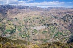 Vista panorâmica da cidade de Canta da parte superior de uma montanha foto de stock royalty free