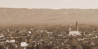 Vista panorâmica da cidade de Vicenza com efeito tonificado velho do sepia imagens de stock royalty free