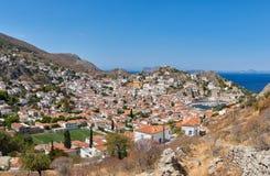 Vista panorâmica da cidade e do porto do Hydra Fotografia de Stock Royalty Free