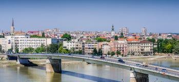 Vista panorâmica da cidade sérvio de Novi Sad imagens de stock