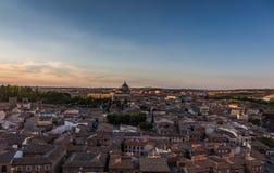 Vista panorâmica da cidade velha no por do sol em Toledo, Espanha imagens de stock royalty free