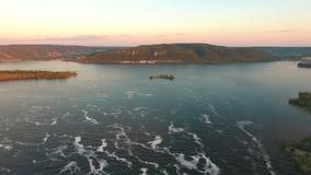 Vista panorâmica da curvatura do Rio Volga, tiro aéreo vídeos de arquivo