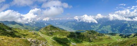 Vista panorâmica da estrada da montanha - Zillertaler Höhenstraße fotos de stock