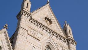 Vista panorâmica da fachada da catedral da suposição de Mary, arquitetura vídeos de arquivo