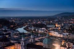 Vista panorâmica da fortaleza de Salzburg no por do sol Áustria imagem de stock royalty free