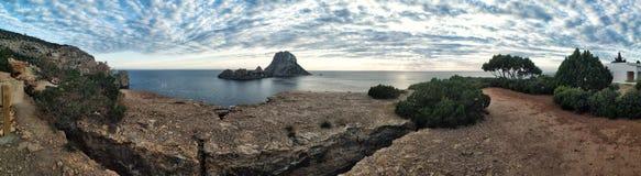 Vista panorâmica da ilha misteriosa de Es Vedra imagens de stock royalty free