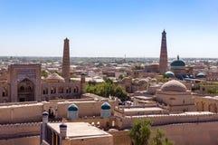 Vista panorâmica da Kunya-arca da mesquita e da citadela de Khodja do Islã - Khiva, Usbequistão foto de stock