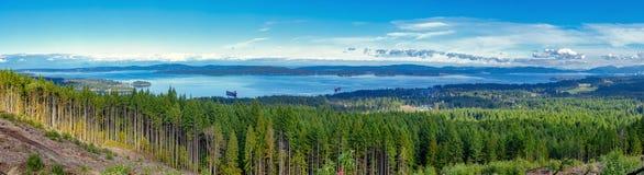 Vista panorâmica da linha costeira de Ladysmith da parte superior de uma montanha, Va Foto de Stock