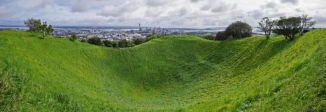 Vista panorâmica da montagem Eden em Auckland, Nova Zelândia imagem de stock